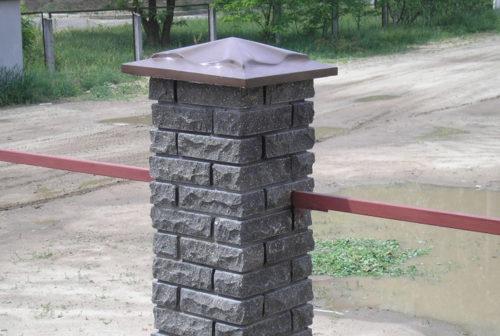 Шляпки на столбы